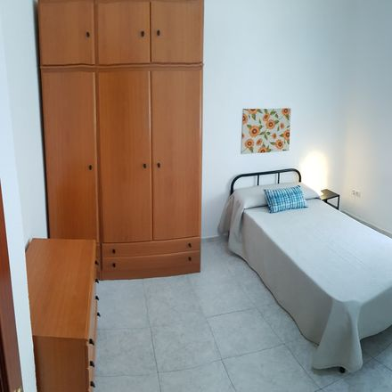 Rent this 3 bed room on Calle Miño in 13, 41011 Sevilla