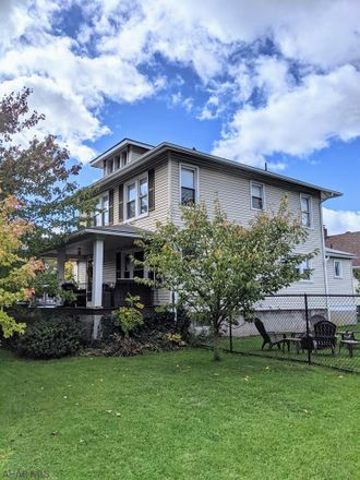 Rent this 4 bed duplex on 400 Tennyson Avenue in Altoona, PA 16602