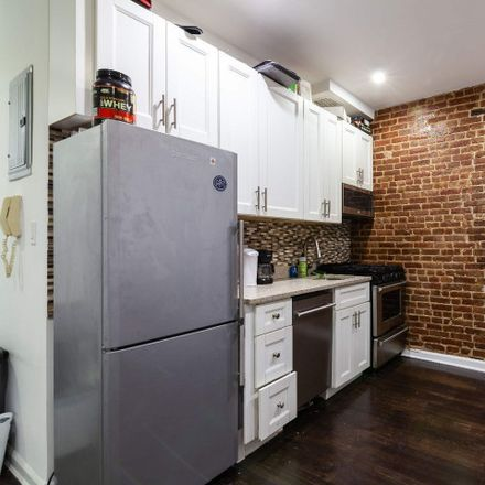 Rent this 4 bed house on 245 East 83rd Street in New York, NY 10028