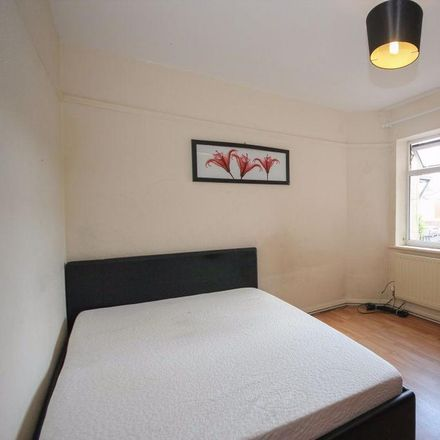 Rent this 2 bed apartment on Earlsdon Chiropractic in 177 Albany Road, Coventry CV5 6ND
