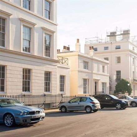 Rent this 4 bed apartment on 14 Park Square Mews in London NW1 4PP, United Kingdom