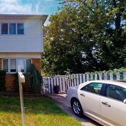 Rent this 3 bed house on 300 Hamden Avenue in New York, NY 10306