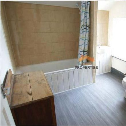 Rent this 3 bed room on Angelos Pizza in 28 Woodsley Road, Leeds LS3 1DT