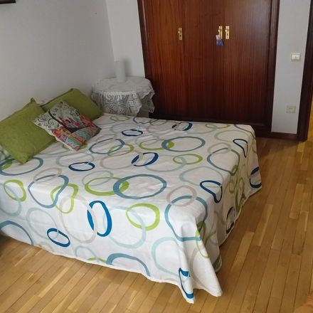 Rent this 3 bed room on Calle Trinidad in 26005 Logroño, La Rioja