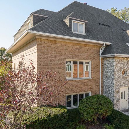 Rent this 3 bed condo on 610 Ballantrae Dr in Northbrook, IL