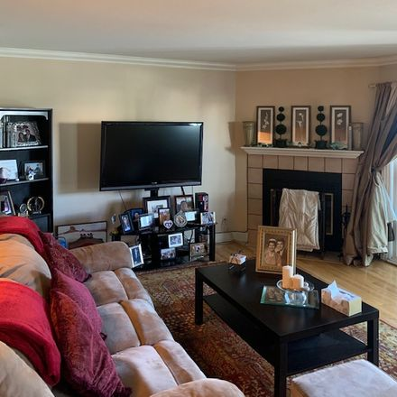 Rent this 1 bed room on 605 North 16th Street in San Jose, CA 95112