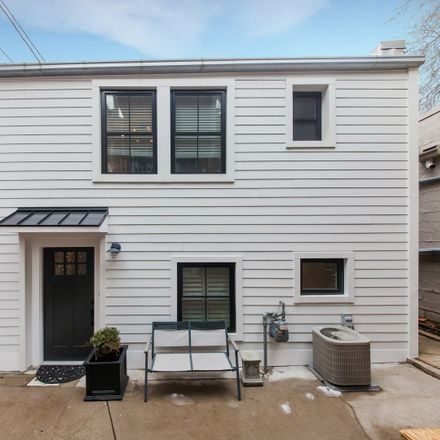 Rent this 3 bed house on 2246 North Magnolia Avenue in Chicago, IL 60614