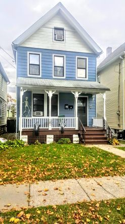 Rent this 4 bed duplex on 393 Heberton Avenue in New York, NY 10302