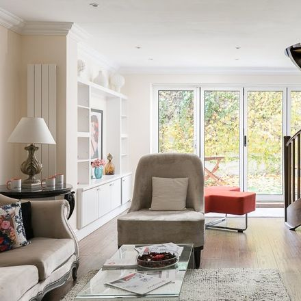 Rent this 4 bed apartment on Heythrop College (former) in South End, London W8 5BU