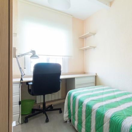 Rent this 4 bed room on Calle Dr. Barraquer in 28903 Getafe, Madrid