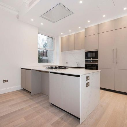 Rent this 3 bed apartment on Welford House in 13 Arkwright Road, London NW3 6AA