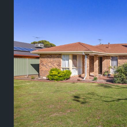 Rent this 3 bed house on 11 Angourie Crescent