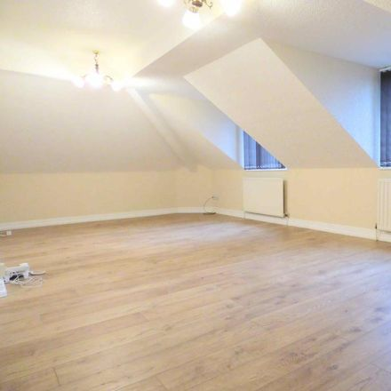Rent this 2 bed apartment on Wytehill Chase in Calderdale HX3 7RU, United Kingdom