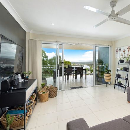 Rent this 3 bed apartment on 8/6 Bowra Street