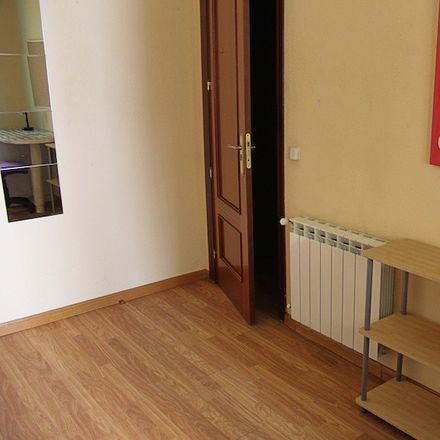 Rent this 5 bed room on Calle de Donoso Cortés in 90, 28015 Madrid