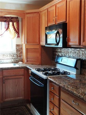 Rent this 2 bed condo on 81st St N in Saint Petersburg, FL
