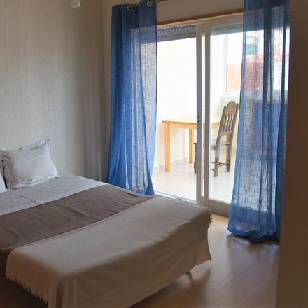 Rent this 3 bed room on Rua dos Diamantes in 2785-504 São Domingos de Rana, Portugal