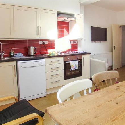 Rent this 5 bed house on 26 Midland Avenue in Wollaton NG7 2FD, United Kingdom