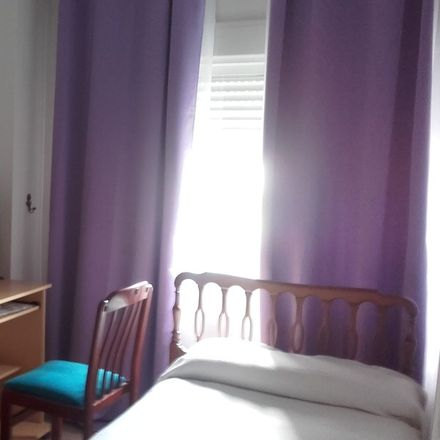 Rent this 1 bed room on Avenida de Pino Montano in 41008 Seville, Spain