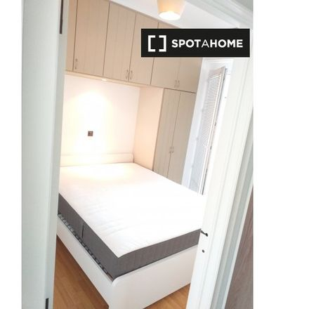 Rent this 2 bed room on Avenue Jean-Baptiste Depaire - Jean-Baptiste Depairelaan 57 in Brussels, Belgium
