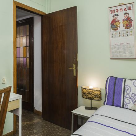 Rent this 3 bed room on Carrer de Rocafort in 116, 120