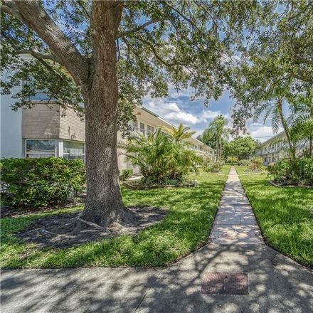 Rent this 2 bed condo on 18th St N in Saint Petersburg, FL