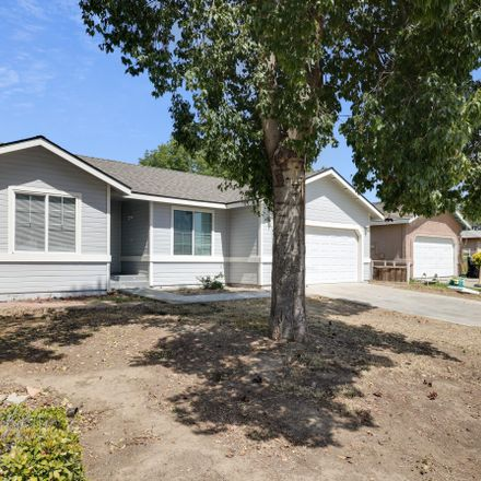 Rent this 3 bed house on 1922 East Douglas Avenue in Visalia, CA 93292