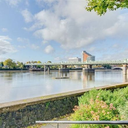 Rent this 3 bed apartment on Rivermead Court in 115-211 Ranelagh Gardens, London SW6 3SD