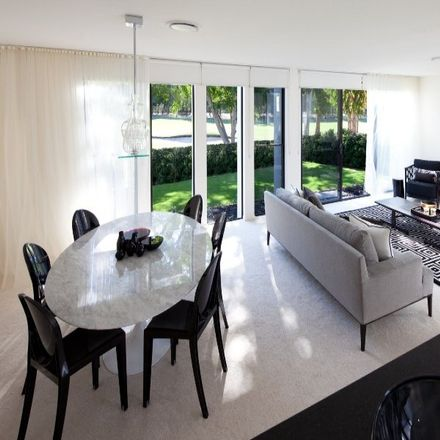 Rent this 3 bed townhouse on Robina