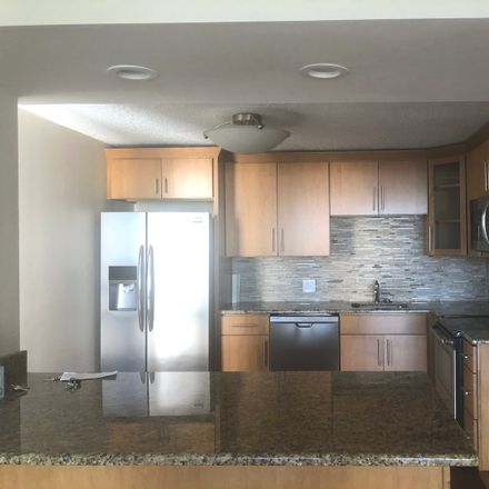Rent this 2 bed townhouse on North Sheridan Road in Chicago, IL 60657