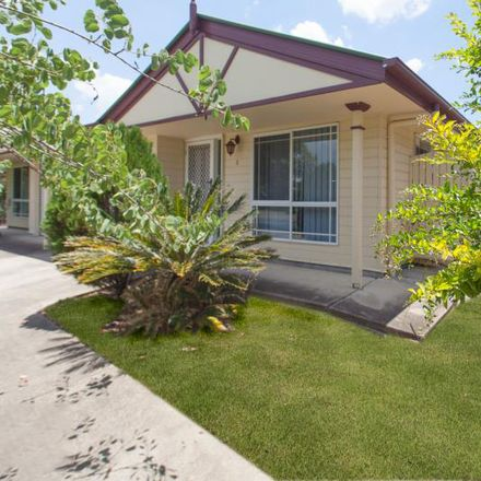 Rent this 2 bed duplex on 1/127 Henty Drive