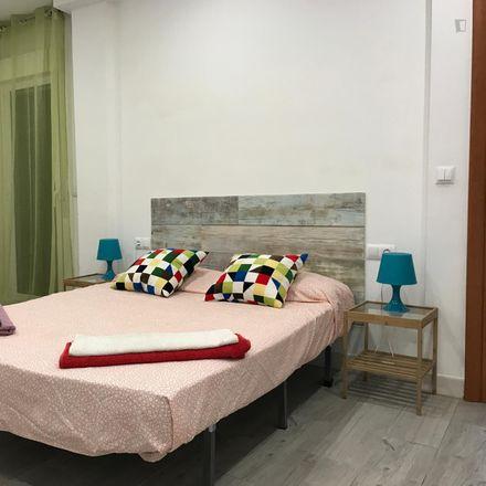 Rent this 3 bed room on Carrer d'Antonio Ponz in 1, 46011 Valencia