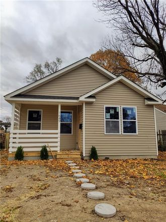 Rent this 3 bed house on 1649 East Bradbury Avenue in Indianapolis, IN 46203