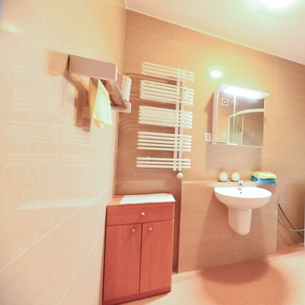 Rent this 3 bed room on Górczewska 200 in 01-460 Warsaw, Poland