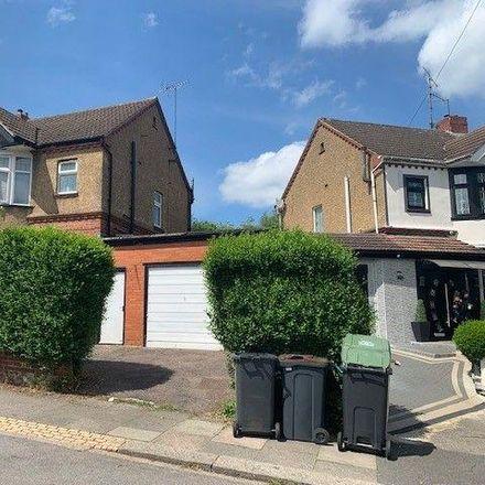 Rent this 3 bed house on Blenheim Crescent Baptist Church in Blenheim Crescent, Luton LU3 1HA