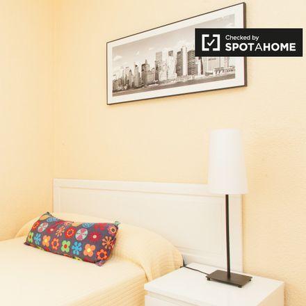 Rent this 3 bed apartment on Calle de Andrés Saborit in 28803 Alcalá de Henares, Spain