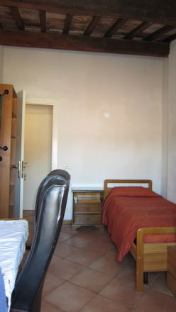 Rent this 2 bed room on Via Vallerozzi in 28, 53100 Siena SI