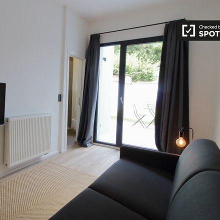 Rent this 1 bed apartment on Rue des Ménapiens - Menapiërsstraat 46 in 1040 Etterbeek, Belgium