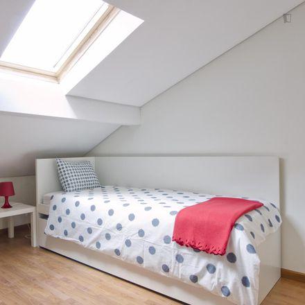 Rent this 2 bed room on Escola Básica 1 Luísa Ducla Soares in Rua do Passadiço 86, 1150-253 Lisbon