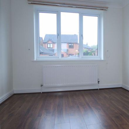 Rent this 4 bed house on Ibbetson Oval in Leeds LS27 7UL, United Kingdom
