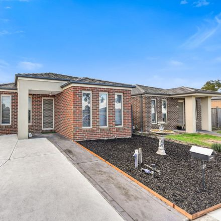 Rent this 3 bed house on 2 Hogan Street