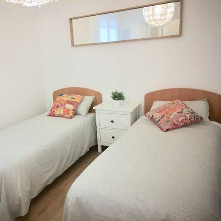Rent this 3 bed room on Palacio del Bailío in Calle de Ramírez Casas Deza, 14002 Cordova