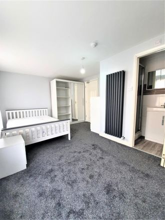 Rent this 8 bed room on Wellington Street in Luton LU1 5AH, United Kingdom