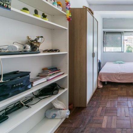 Rent this 6 bed apartment on Farmácia Alb in Rua de Sant'Ana à Lapa 133, 1350-290 Estrela