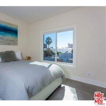 Rent this 2 bed condo on 11925 Kling Street in Los Angeles, CA 91607