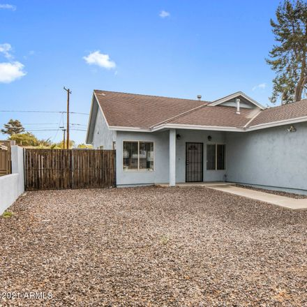 Rent this 3 bed house on 2809 North 30th Place in Phoenix, AZ 85008