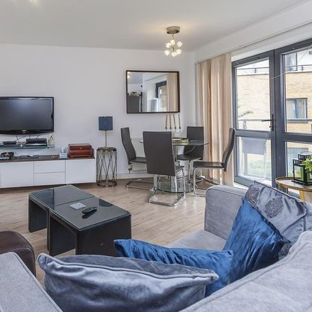 Rent this 2 bed apartment on Kwik Fit in Cranbrook Road, London IG2 6LE