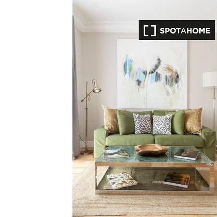 Rent this 2 bed apartment on Matute in Calle de Noviciado, 6