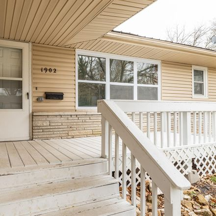 Rent this 3 bed house on 1902 South Weaver Avenue in Springfield, MO 65807