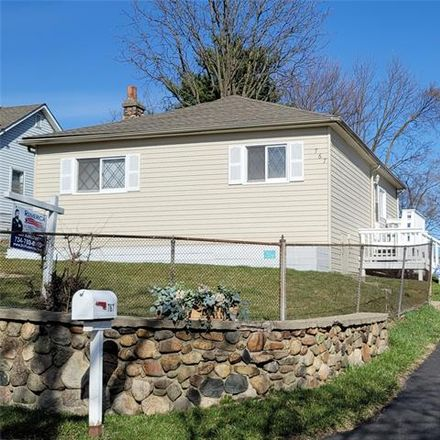 Rent this 3 bed house on 767 South Winding Drive in Waterford Township, MI 48328